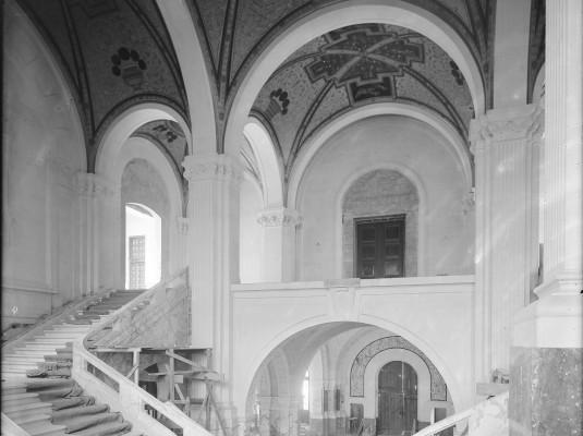 Het centrale trappenhuis is gereed.