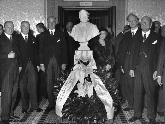 Andrew Carnegie_ StatueCarnegie1920